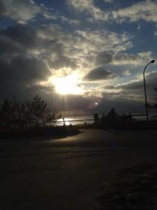 氣多大社の大鳥居の前は海 2015年1月28日16時半撮影
