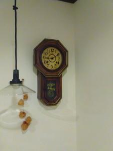 ハーブカフェkuku(クク)の柱時計